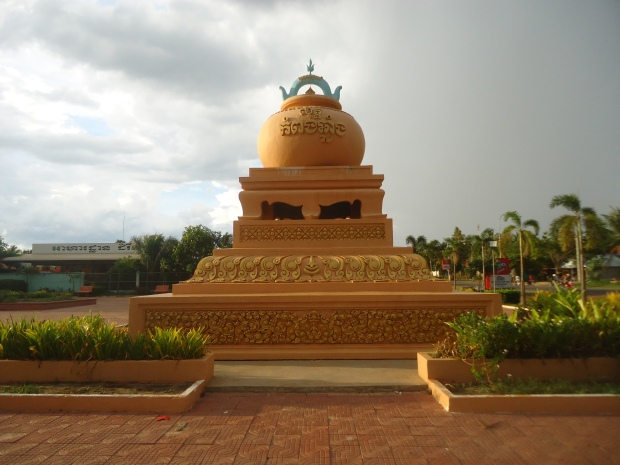 the statue of pottery that represent Kampong Chnang