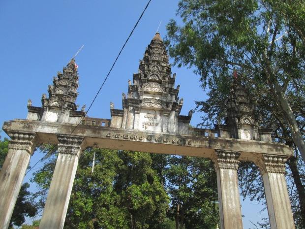 Kampong Tralach Ler Pagoda Gate