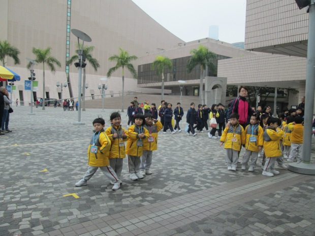 Elementary School Student study tour at Avenue of star
